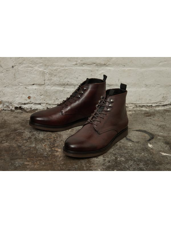 Mens Battle Brown Boot Lifestyle