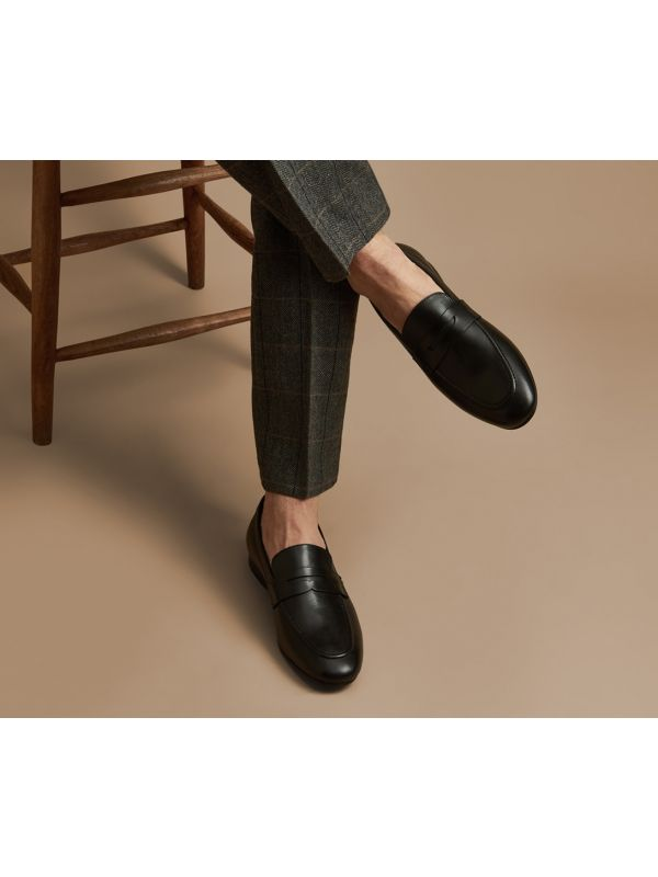 Mens Bolton Black Saddle Loafer Lifestyle shoot